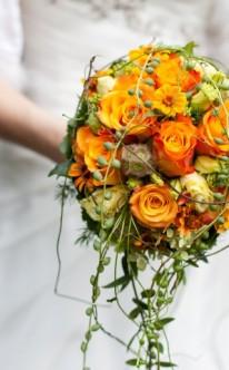 Brautstrauß aus orangenen Rosen