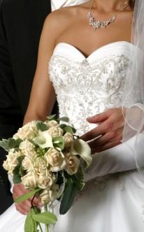 Helle Rosen und weiße Calla