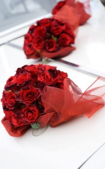 Autoschmuck mit zarten Rosen