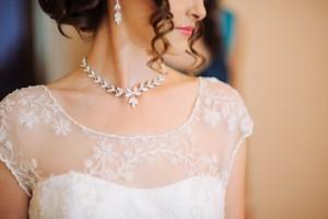 Silbernes Collier zur Hochzeit