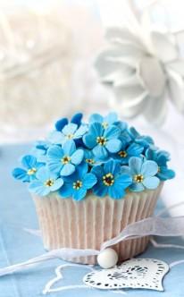 Blüten des Vergissmeinnicht als Cupcake-Dekoration