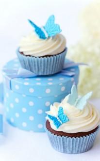hellblaue Schmetterlinge als Cupcake-Dekoration