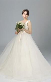 Duchesse-Brautkleid mit weitem Tüll-Rock