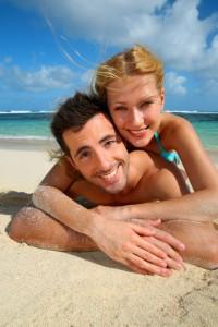 Heiratsantrag verträumt am Strand