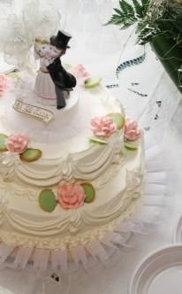 traditionelle Torte mit Hochzeitspaar