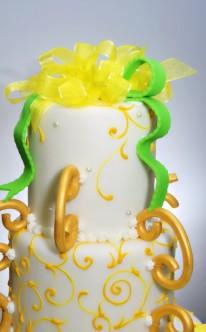 extravagante Torte mit grün-gelber Kombination