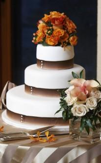 Hochzeitstorte herbstlich dekoriert