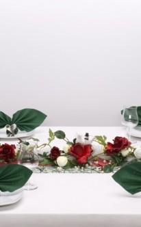 Serviettenkunst und Blumenzier