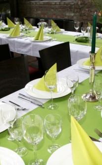 Tischdekoration in Hellgrün