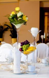 Tischdekoration in großem Stil