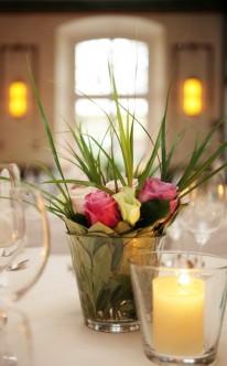 Rosen in schlichter Vase