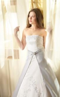 Prinzessinnen-Brautkleid mit grauem Rock