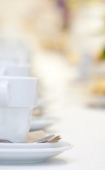 Schlichte Dekoration für die Kaffeetafel