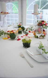 Bunt-verspielte Tischdekoration