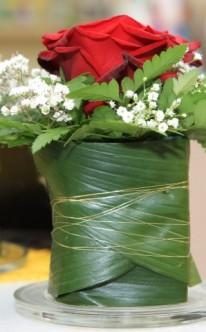 Rot-grüner Blumenschmuck