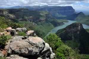 Schroffe Bergwand in Südafrika