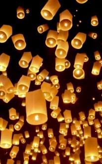 Leuchtende Himmelslaternen