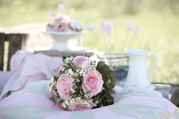 Blumendeko trotz Sommerhitze: So bleibt der Brautstrauß frisch ...