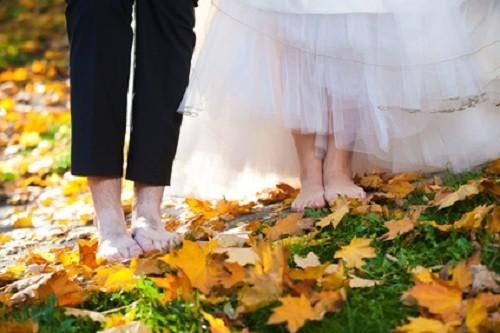Hochzeitsdeko in leuchtenden Farben   Braun, Orange und Grün am Hochzeitstisch