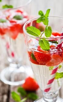 Erdbeersekt mit Minze