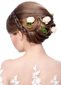 Frisur mit Blumen