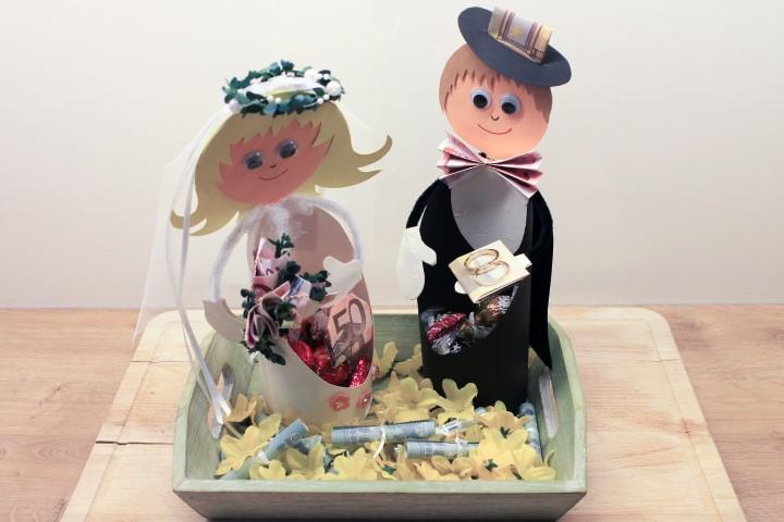 Hochzeitsgeschenk: Brautpaarskulptur mit besonderen Herzen