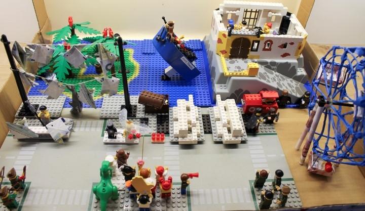 Hochzeitsgeschenk: Legofiguren in den Hauptrollen