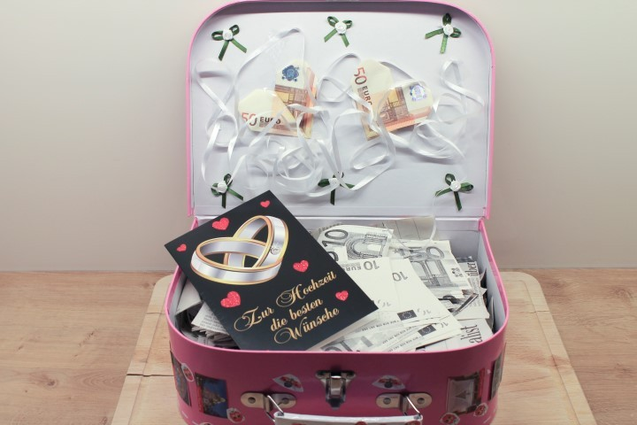Hochzeitsgeschenk: Ein Reisekoffer voll Geld