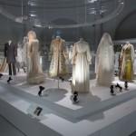 Wedding Dresses 1775-2014: Ausstellung über Geschichte des Brautkleids