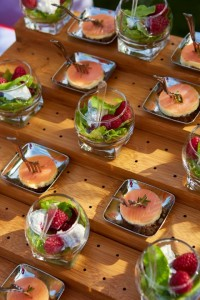 Salat Snack mit Lachs und Himbeeren