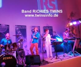 Band RiCHiES TWiNS – Hochzeitsband, variable Besetzung: 2-5 Musiker u. Sängerin.