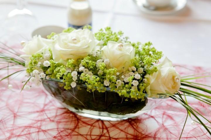 Hochzeitsdeko: Blumengestecke selber machen - Hochzeit.com