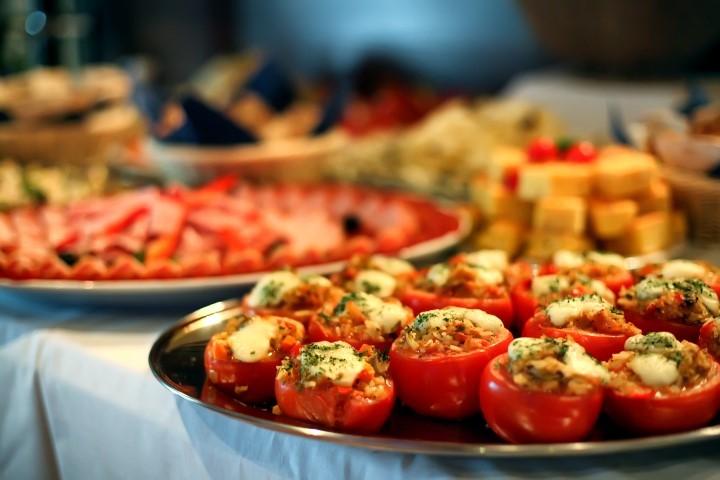 Vegetarisches Buffet mit Tomaten