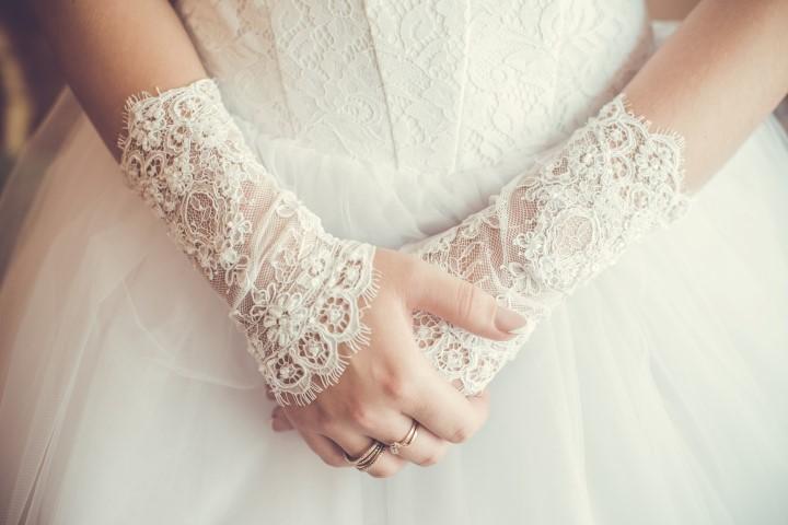 Kurze Brauthandschuhe aus Spitze