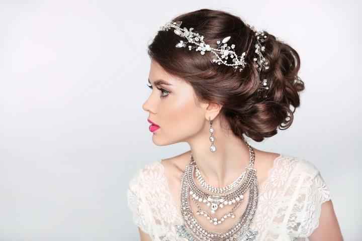 Brautschmuck haare mit schleier  Empire Brautkleid - Form, Look und Besonderheiten