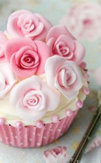 rosa Rosen als Cupcake-Dekoration