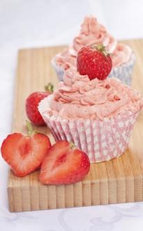 Erdbeeren auf der Spitze der Erdbeer-Creme
