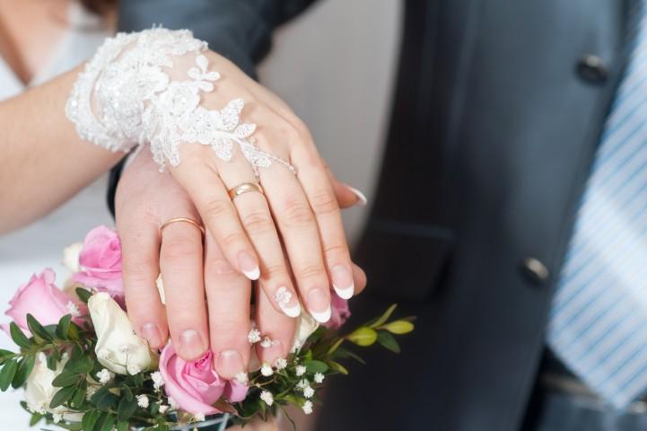 Dezente Brauthandschuhe © Zoja - Fotolia.com