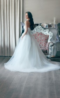 Duchesse-Brautkleid mit Schleppe