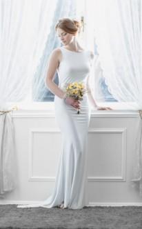Schlichtes Etui-Brautkleid