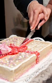 Hochzeitstorte in Form eines Geschenks