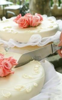 zwei Hochzeitstorten in gleichem Design