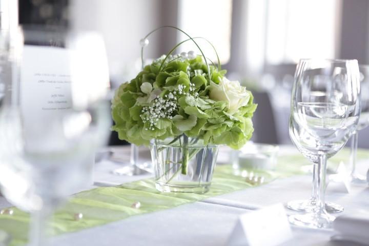 Hochzeitsdeko blumen zur hochzeit dekoideen zur hochzeit for Hochzeitsdeko creme