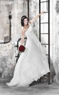 Prinzessinnen-Brautkleid Asymetrische Träger verleihen besonderen Charme