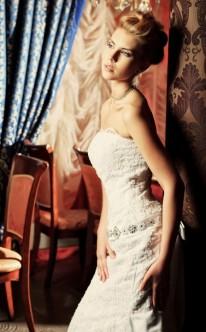 Schmales Brautkleid im Etui-Stil