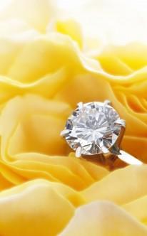 Verlobungsring mit rundem Diamant