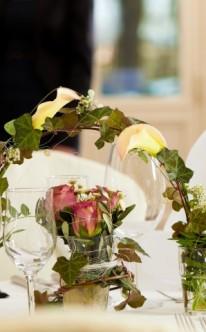 Blumenbogen als Tischdekoration