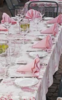 rosafarbene Tischdekoration