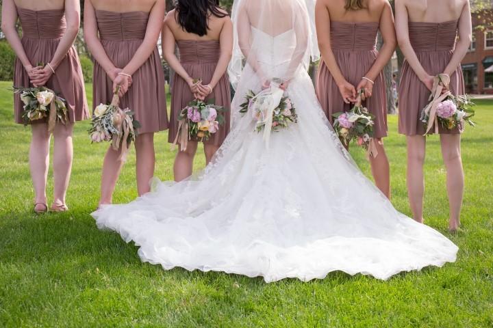 Dresscode für die Brautjungfern in Nude