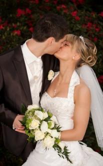 der Kuss des Brautpaars bleibt für immer in Erinnerung